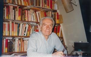 Pierre Ansart photographié dans son bureau [fin des années 2000]